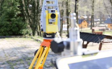 System X-pole oraz wyszkuwanie lustra przy użyciu systemu GNSS